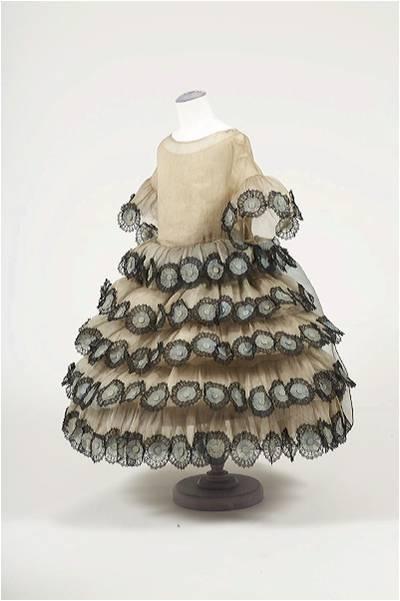 Robe d'enfant Jeanne Lanvin présentée à l'Exposition des Arts Décoratifs de Paris 1925