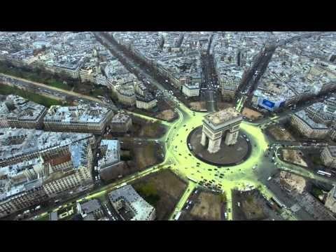 Greenpeace a transformé la Place de l'Etoile en symbole d'espoir pour la planète