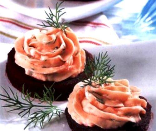 Закуска из свеклы с рыбно-сырным муссом / Простые рецепты