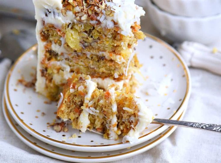 This To Die For Carrot Cake receives rave reviews for it's unbelievable moistness and flavor! Truly the BEST CARROT CAKE you'll ever try! So easy to make and as an added bonus, there's no oil or butter! // Mom On Timeout