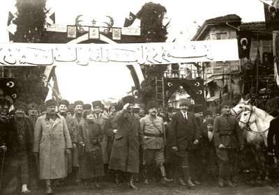 Balıkesir Atatürk's visit was 7 times. The first was held February 6, 1923. Mustafa Kemal Pasha, came to Izmir train from Balikesir ...