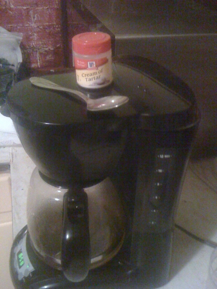 Easy Way To Clean A Coffee Maker : The easiest and safest way to clean a coffee pot is to add one teaspoon of cream of tarter to ...