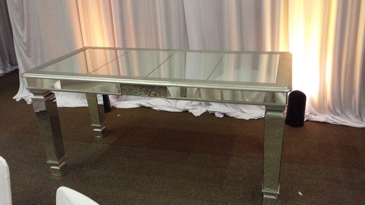 Gastro Uno Banquetes Mexico , mesas vintage , Mesa de novios , mesa de novios vintage  ,wedding decoration , vintage chairs , sillas vintage , renta de sillas vintage , renta de mesas Wash