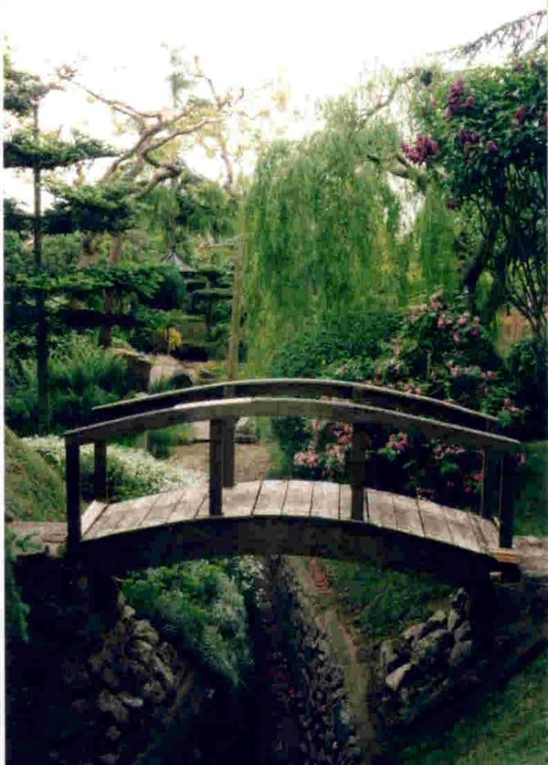 17 best images about garden bridges on pinterest gardens for Japanese meditation garden