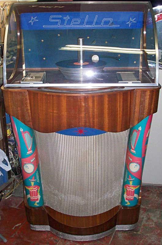 Swinging doors jukebox