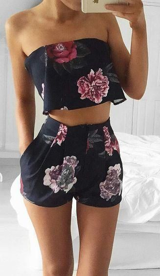 floral print. crop top. high waisted shorts. #summer style.