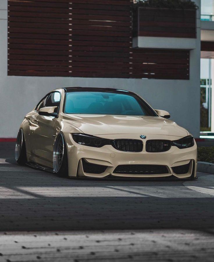 BMW F82 M4 in Glanz-Elfenbein-Folie @soulgyuu