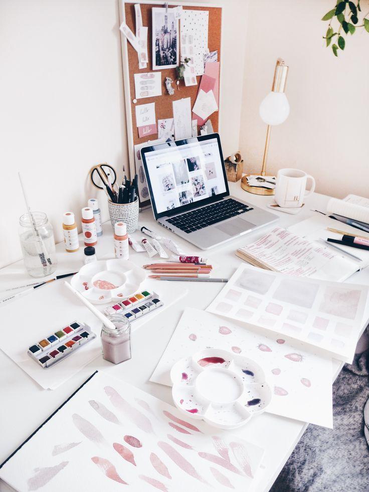 "@hannahcromwell Instagram ""weekly desk mess from last week 👀"""