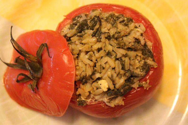 POMIDORY FASZEROWANE to świetna opcja na lunch lub kolację. Składniki: pomidory,brązowy ryż ,szpinak +sól, pieprz, czosnek, można dodać też majeranek lub ulubione zioła. Można dodać odrobinę sera feta.