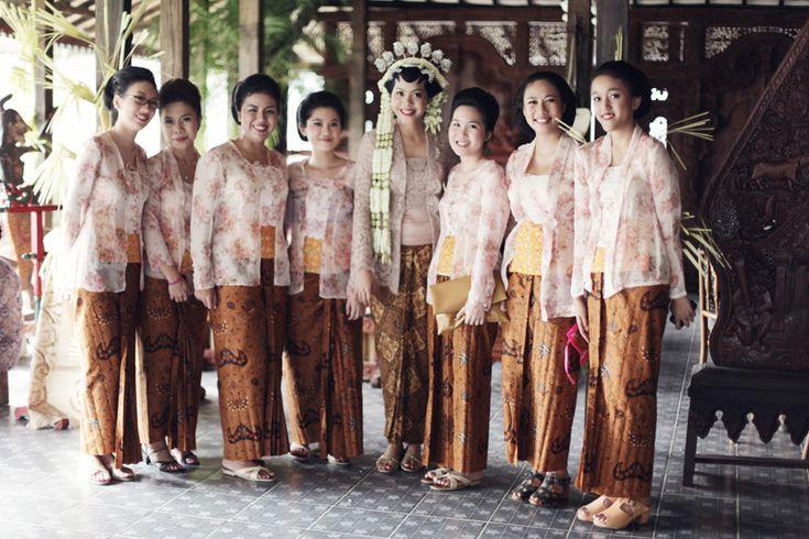 Throwback: Pernikahan Bertema Pesta Rakyat Ala Ria dan Fedi - fedie-ria-by-alodita20