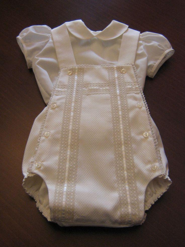 Ranita para bautizo en piqué beig, con blusa de batista.