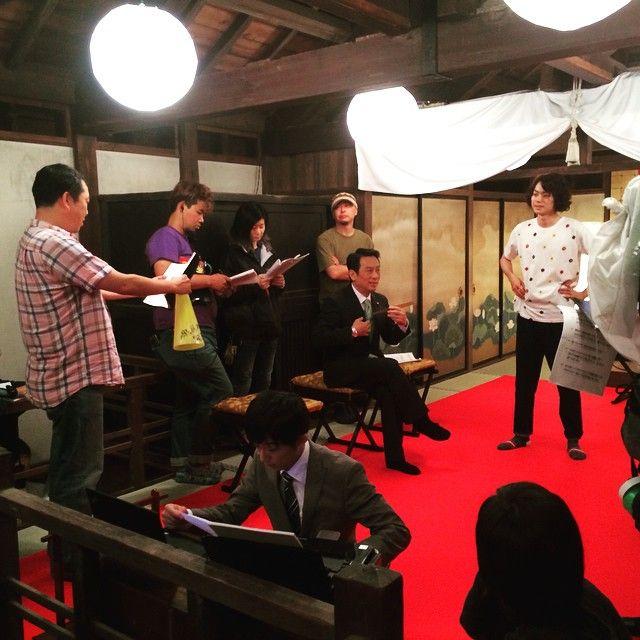 昨日木村監督が倒れていたワケは。。。 張り切って演出してたから。(画面左) 今日は久しぶりの撮休。 昨日の撮影のもようですー。 #テレビ朝日 #金曜ナイトドラマ #民王 #菅田将暉 #高橋一生 #金田明夫