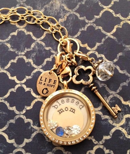 Mothers day gift you can order at the site below http://KellySampson.origamiowl.com       Thank you