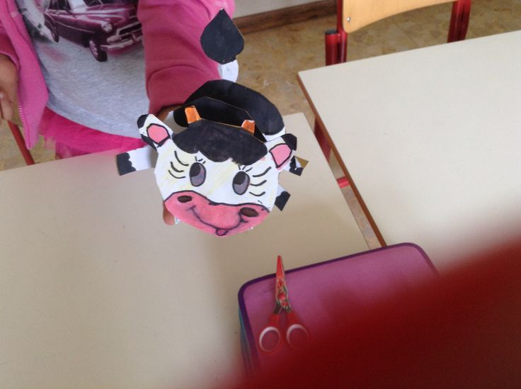 Mucca in cartoncino.
