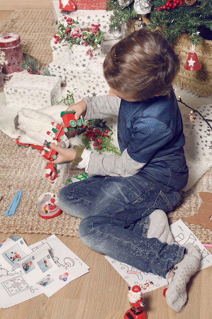 #muymucho #regalos #alegría #magia #navidad #niños #familia #decoración #nieve #árbol #cajas
