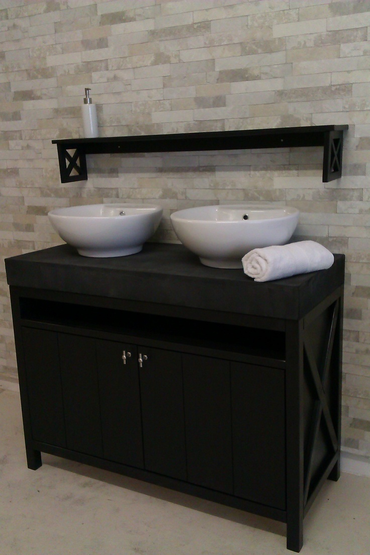 Wood4 ontwierp en bouwde dit landelijke en stijlvolle badkamermeubel met bijpassend planchet - Badkamermeubels vintage ...