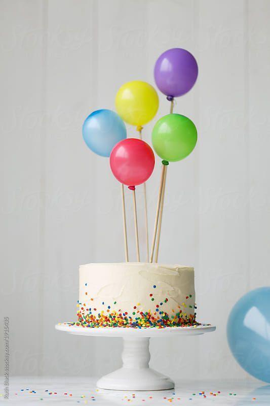 Geburtstagstorte mit bunten Luftballons von Ruth Black für Stocksy …   – Kuchen
