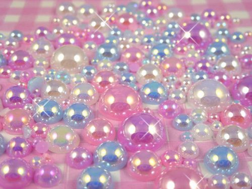 i actually like the repetitive pattern of the shiny gleam on the pearls. soothing, sparkly and soft sweet colors.