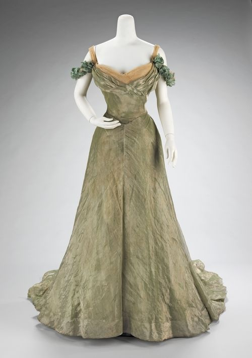 Estante da Moriel: 1898-1900 Ball Gown