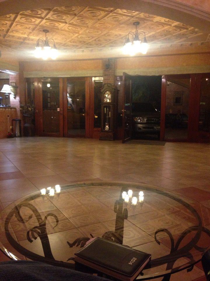 Howard Johnson Hotel Guatemala City in Guate, Guatemala  El costo de la habitación por noche es 66,30 dólares de EE.UU  Los servicios de este hotel incluyen: cómodo 1 Queen Bed Non Smoking Room con Wi-Fi gratuita, TV de pantalla plana, escritorio, aire acondicionado y secador de pelo también gratis desayuno continental y servicio de lavandería