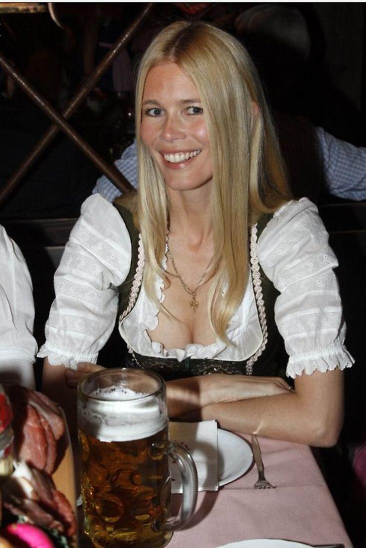 Auch Claudia Schiffer ist eine Oktoberfest-Frau – – Sexy