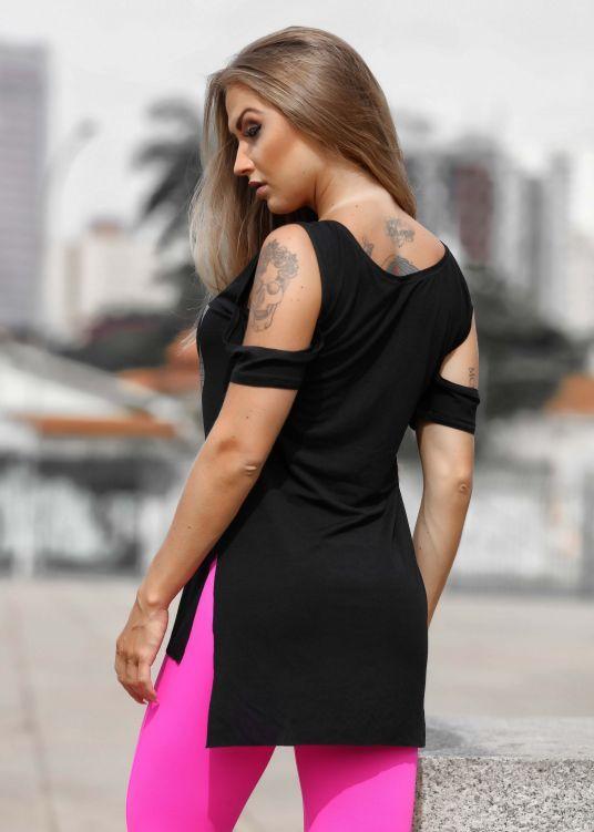 Camiseta Keep Moving com Ombro de Fora - Donna Carioca - Moda fitness com  preço de b9c01738904