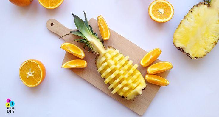 Jak pokroić ananasa w kilka minut, a przy tym ładnie? Poznaj wygodny na co dzień i efektowny na imprezę, sposób na pokrojenie ananasa.