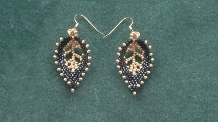 "Beading4perfectionists : Russian Leaf with a ""vein"" done with seedbeads ..."