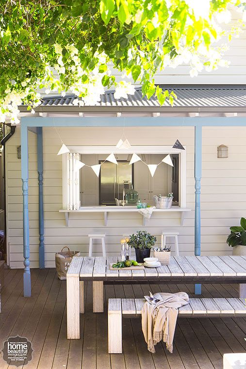 This outdoor servery, bedecked with cheerful bunting, is an entertainer's dream!