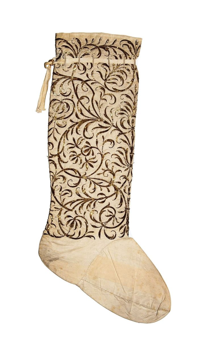 Stocking of liturgical outfit embroidered with gilded metal thread by Anonymous from Poland, first half of the 18th century, Muzeum Uniwersytetu Jagiellońskiego (MUJ)