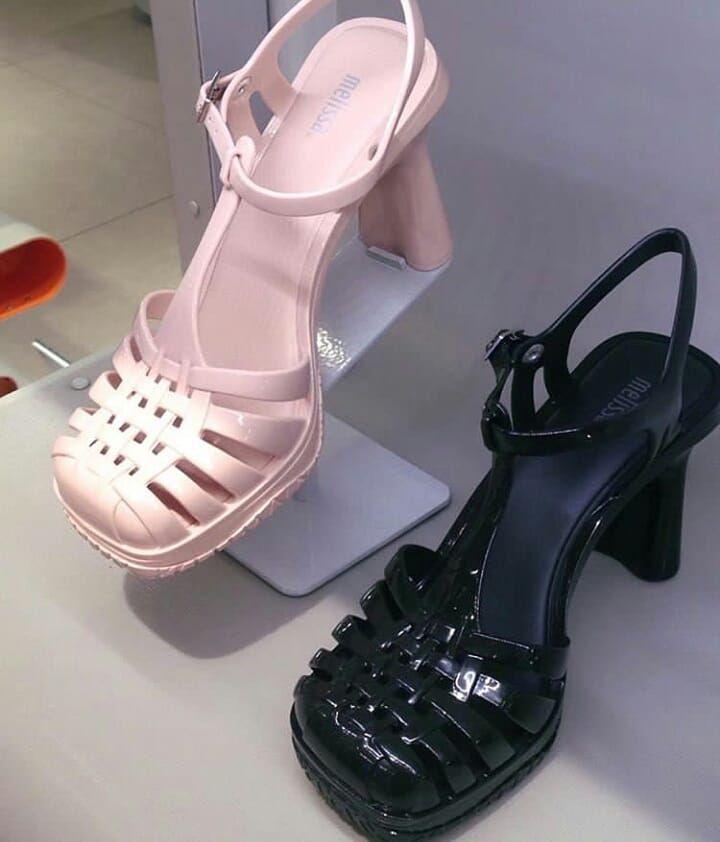 1379853bf6 Melissa Vixen disponível em cores lindíssimas para você que procura estar  sempre na moda. Essa