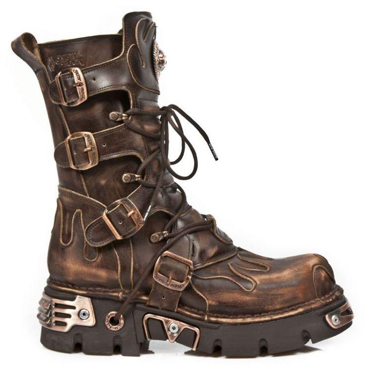 Сапоги / ботинки на платформе / тяжелом каблуке, накладные пряди из натуральных волос, красная губная помада