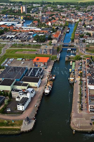 Nederland, Zuid-Holland, Maassluis, 23-05-2011; oude en nieuwe haven en oude centrum van Maassluis met Grote Kerk.