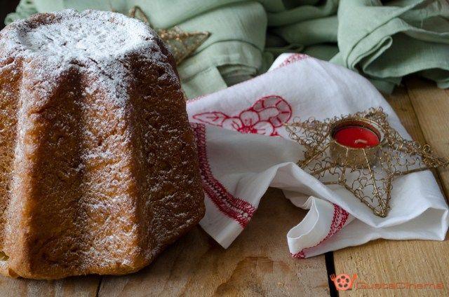 Pandoro sfogliato con lievito di birra, è un dolce tradizionale di Natale, che insieme al Panettone, non può assolutamente mancare sulle tavole durante le feste. Il procedimento è lungo ma il risultato è davvero ottimo.
