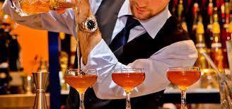 ¿Buscas curso de bartender online gratis ? Ser barman  no es solamente saber preparar tragos, en la...