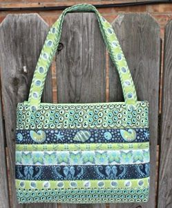 This Arabesque Bag is super cute and perfect for all kinds of occasions. It would make a fab beach bag. It would make a chic diaper bag. It would even make a great overnight bag.