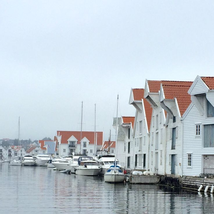 Nordsjøvegen Along the North Sea Route you will find this lovely small historical city, Skudeneshavn Foto: Margareth Idsø