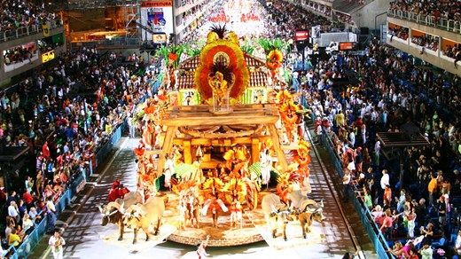 The legendary carnival in Rio, South-America's most colorful festivity! The Rio Carneval is hosted every year in february. #Brasil #carnival #float #dancers