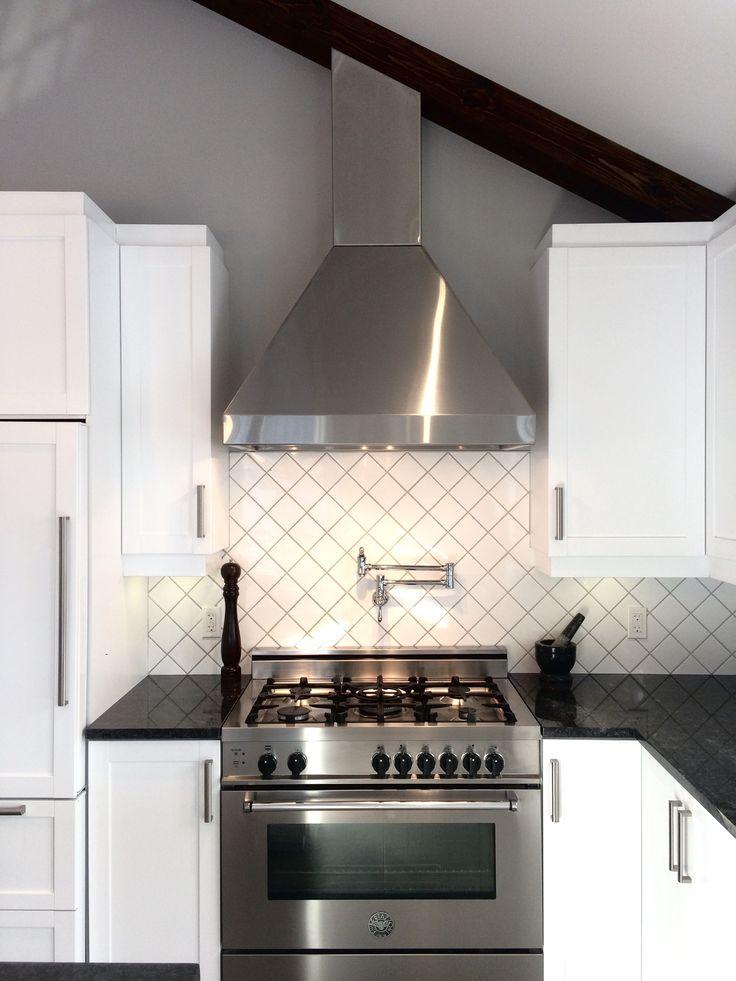 Bertazzoni stove, white cabinets, and dark gray countertop ❤️ #kitchen #pot filler  Four Bertazzoni, armoires blanches et comptoir gris foncé ❤️ #cuisine #robinet