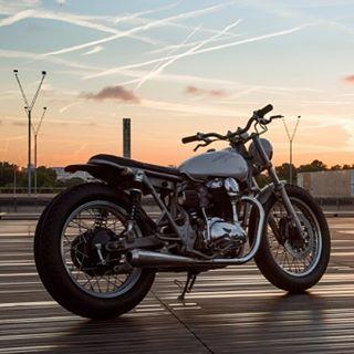 #caferacer#caferacerclub#caferacerculture#design#motorcycles#lifestyle#riders#biker#moto#motociclette#vintage#vintagebike#custom#luxury#luxurybike#bmw#ironandair#specialbike#kawasaki