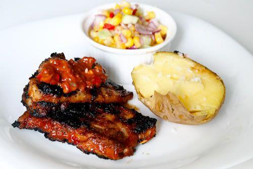 Coaste de porc la gratar cu salata de porumb // Spare ribs