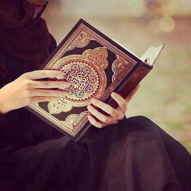 """Und manche Menschen sagen: """"Wir glauben an Allāh und an den Jüngsten Tag"""", doch sie sind keine Gläubigen. (2:8)   Sie versuchen, Allāh und die Gläubigen zu betrügen, und doch betrügen sie nur sich selbst, ohne dass sie dies empfinden. (2:9)"""