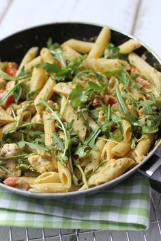 Pasta kip-pesto saus Erg lekker, eventueel met pijnboompitten erbij?
