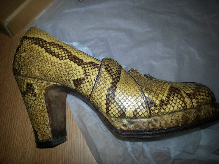 Womens snakeskin court shoes 1940s