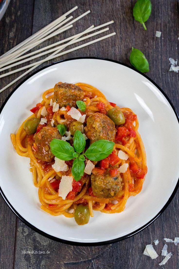 Fleischklößchen mit Spaghetti & Tomaten-Paprika-Sauce.   malteskitchen.de