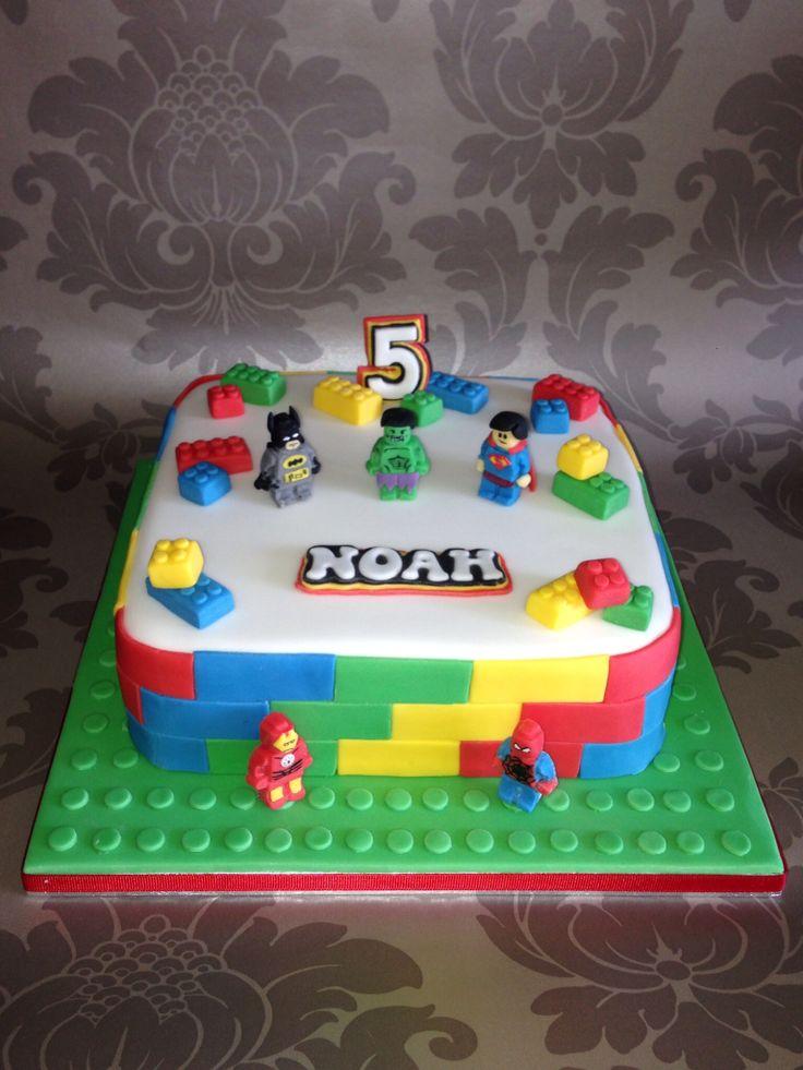 Lego Superhero Cake                                                                                                                                                     Más