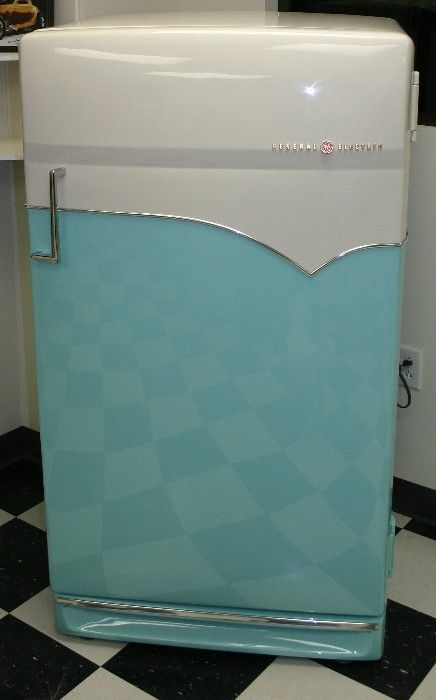Eye Candy GE 1950's Refridgerator...wish I had a vintage frig ~ love this