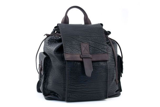 A great bag to put on your shoulders #mensfashion #style #fashion
