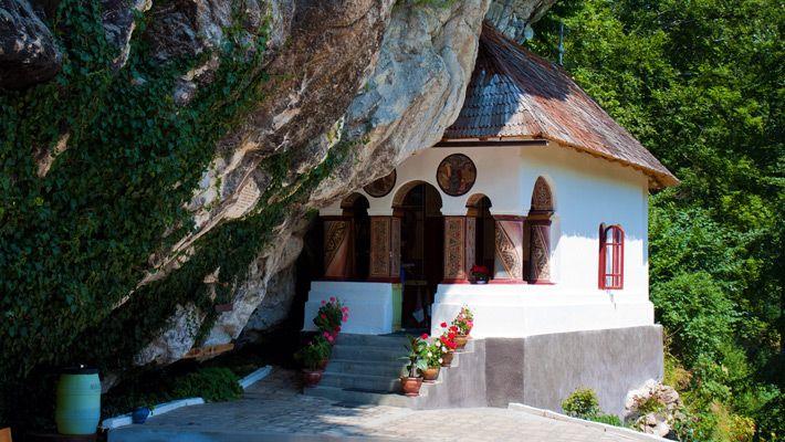 Manastirea Pahomie, Baile Olanesti, judetul Valcea