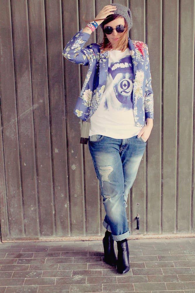 amemipiacecosi: Outfit: Giacca floreale, boyfriend jeans, zeppe e t-shirt by Quadrettini  Tutte le foto qui/More pics here http://amemipiacecosi.blogspot.it/2014/02/outfit-giacca-floreale-boyfriend-jeans.html